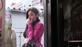 SW-398 [中字]跟误入成人影片店的大姐姐在狭小店内两人独处忍不住勃起,躲着其他人偷偷插入
